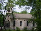Eine kleine Kirche mitten im wald