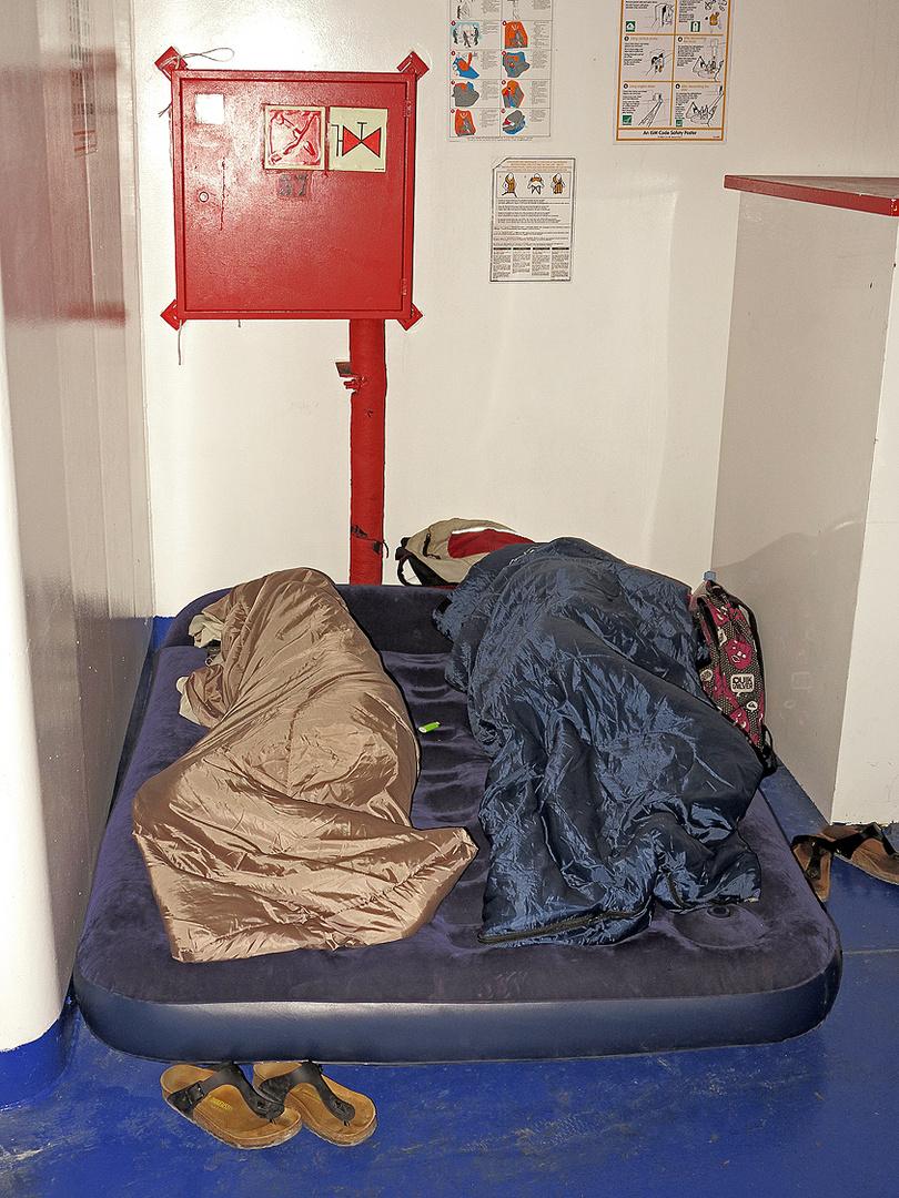 Eine lange und langweilige Nacht auf der Fähre / Una notte lunga e noiosa a bordo del traghetto (3)