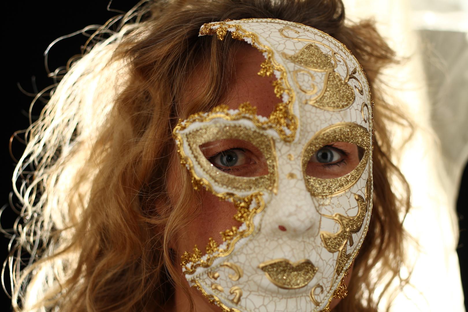 Eine Maske...