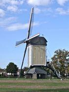 Eine schöne Ständerwindmühle in Baexem nahe Roermond, NL