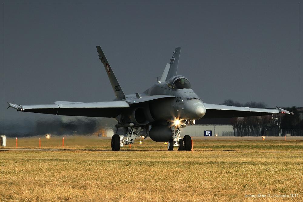eine Schweizer F/A 18 Hornet @ WEF 2011