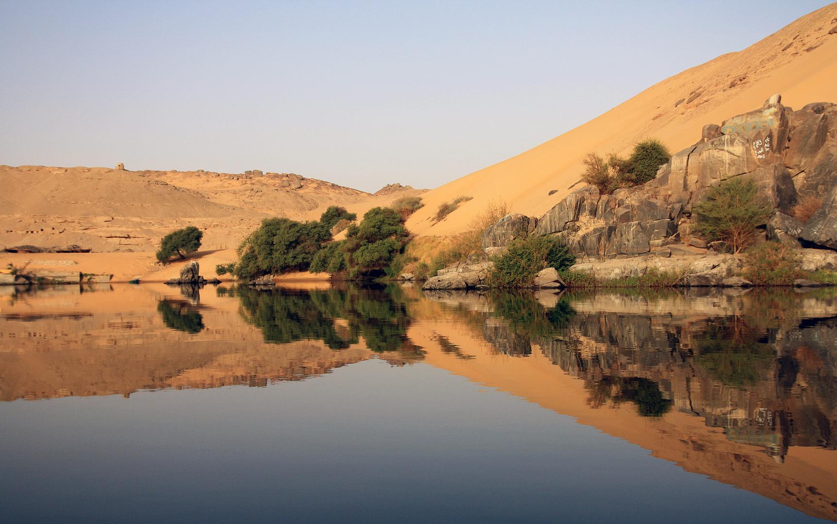 Eine Spiegelung auf dem Weg in ein nubisches Dorf
