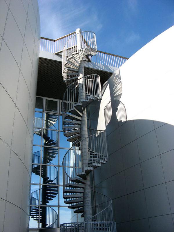 Eine Treppe?! -Warmwasserspeicher (Perlan)