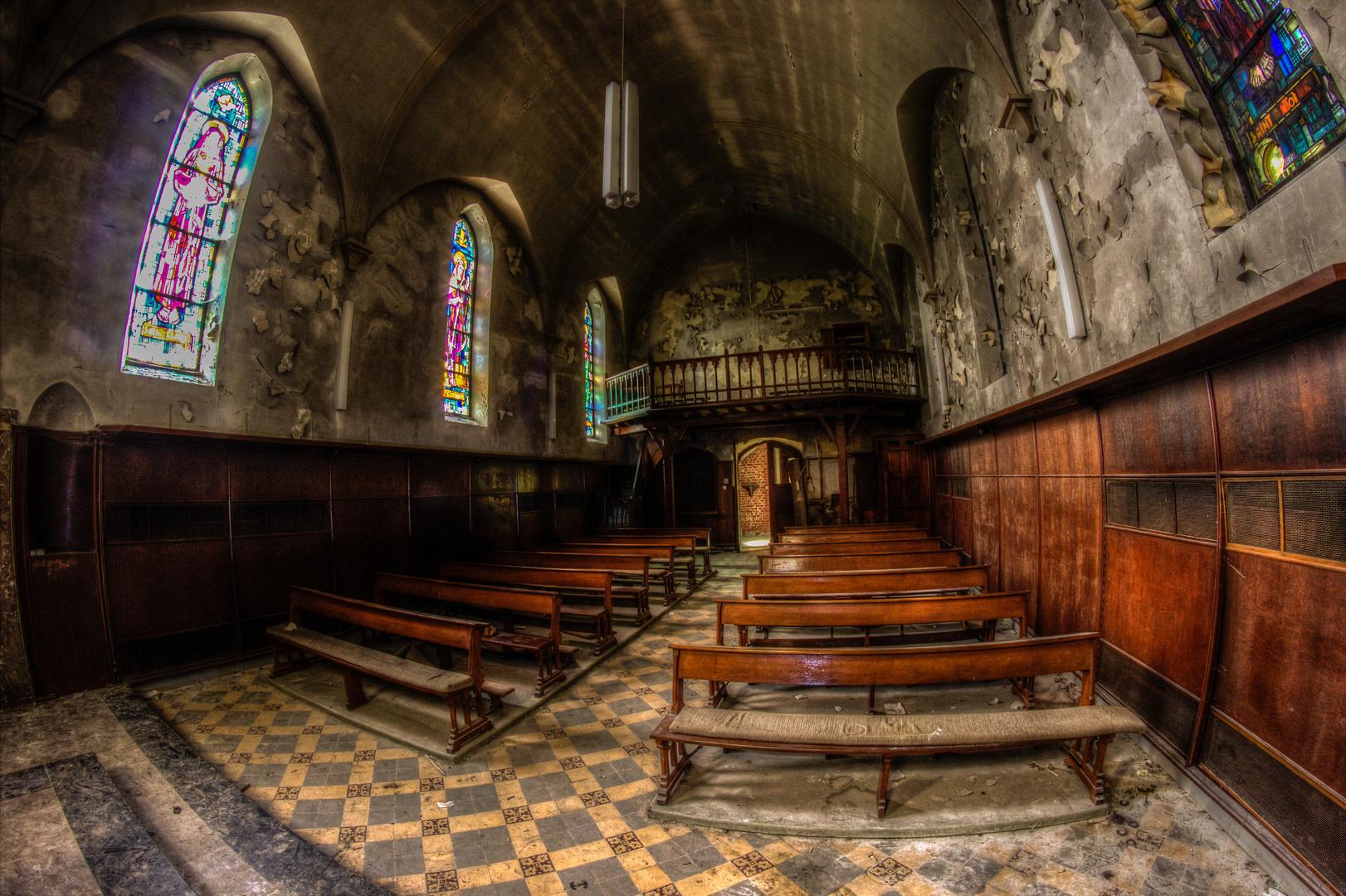 Eine verlassene Kirche in Belgien