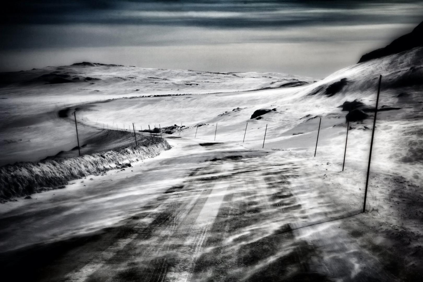 Eine verwinkelte Straße im hohen Norden Norwegens...