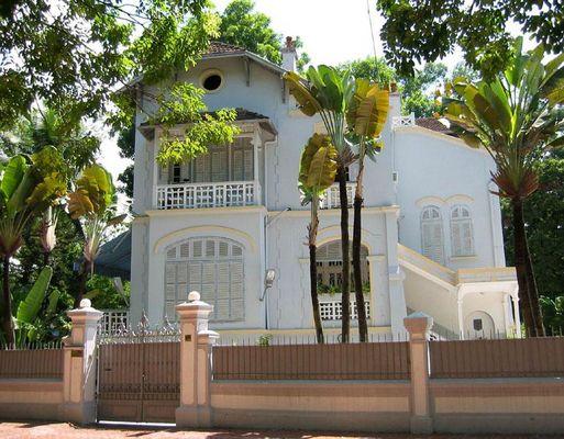 Eine Villa im typ. französischen Kolonialarchitekturstil in Hanoi