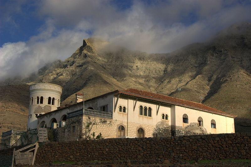 Eine Villa und sonst nur Berge