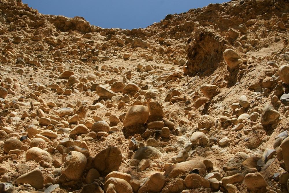 eine Wand aus Steinen