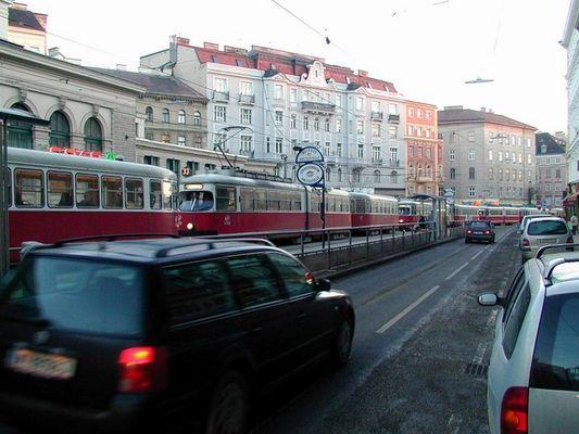 Eine Wand von Straßenbahnen