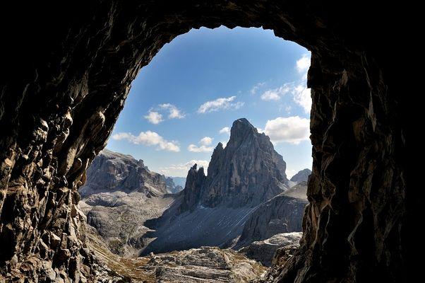Einen fantastischen Durchblick zum Zwölfer, (3.094 m hoch) hat man wenn zum Gipfel....