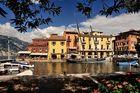Einen sehr schönen Hafen hat  Malcesine (Gardasee).
