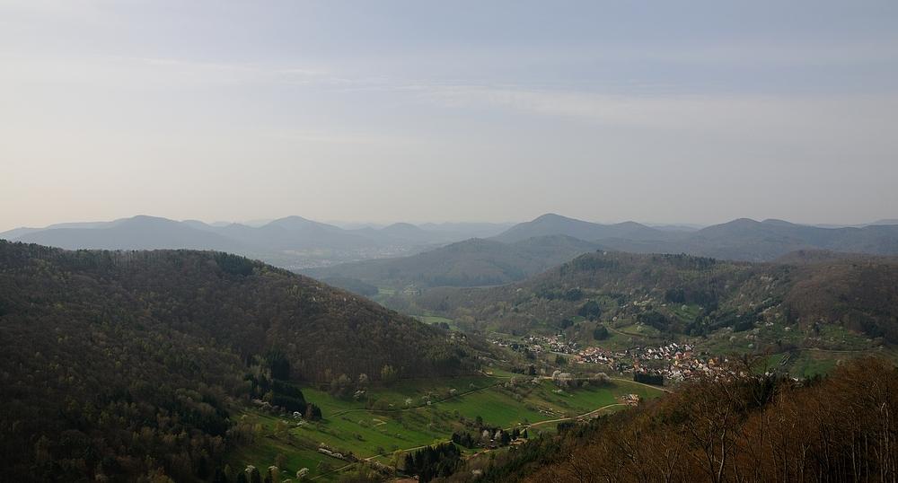 Einen tollen Blick in die Nordvogesen hat man von der Burg Neuscharfeneck.