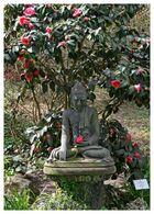 einer der Buddha-Skulpturen im japanischen Garten in Leverkusen II