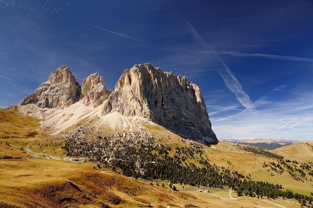 Einer der mächtigsten Berge der Dolomiten ist der Langkofel, hier in der Morgensonne...