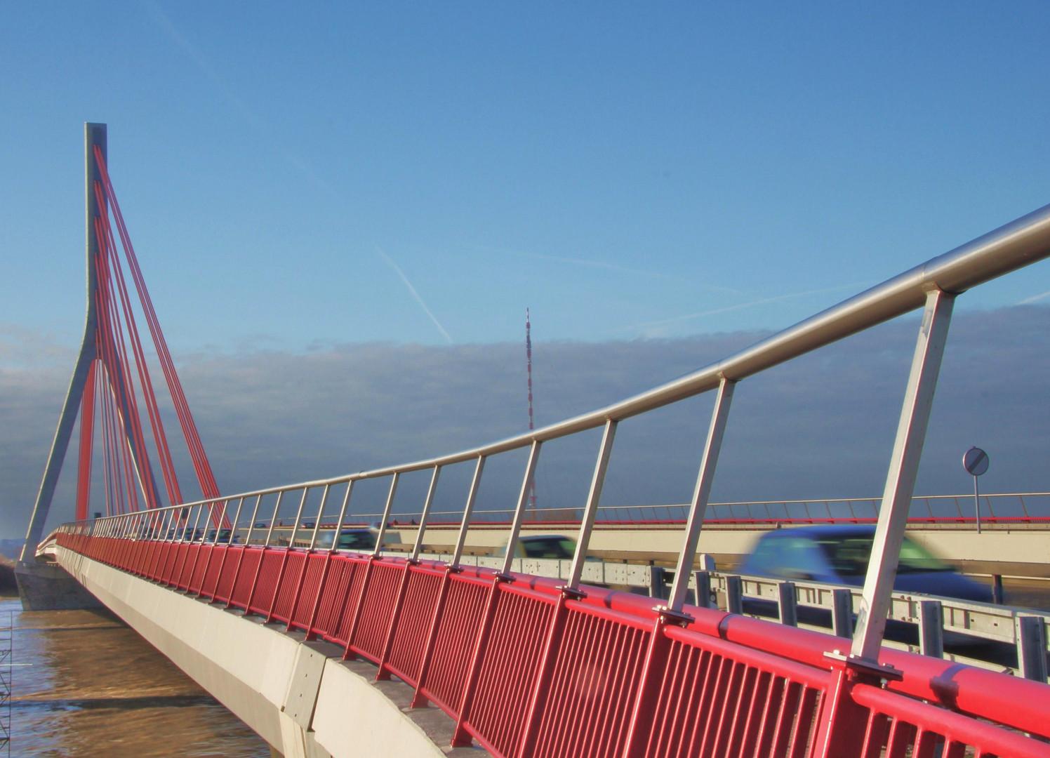 einer geht noch...Brücke bei Wesel
