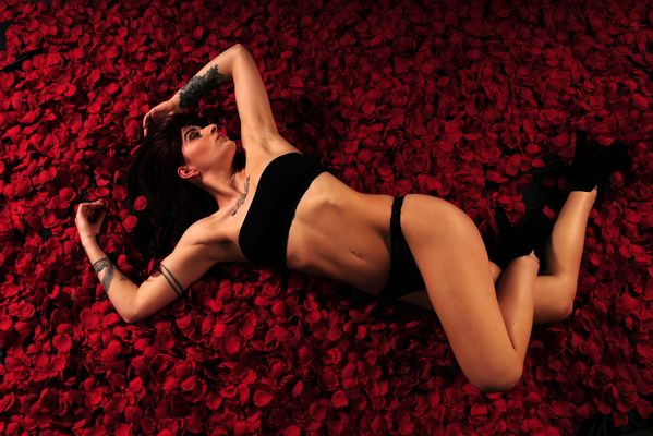 einfach mal auf Rosenblüten räkeln