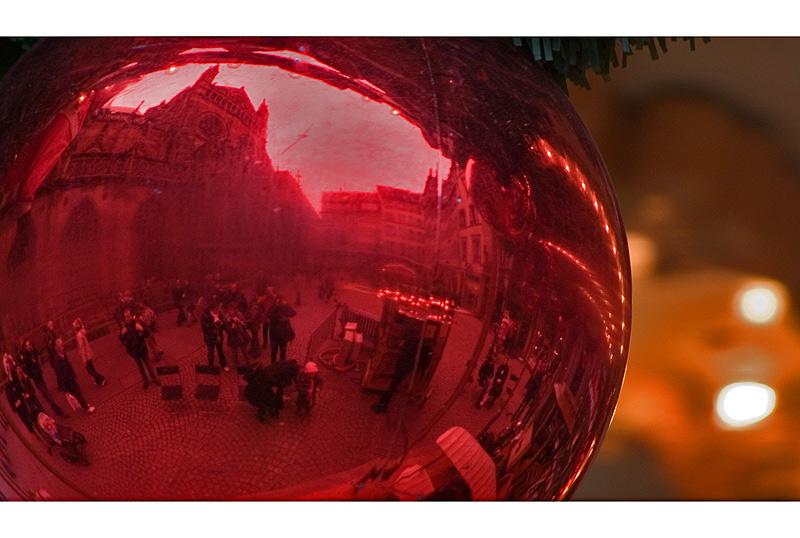 einfach ´ne Spiegelung in ´ner roten Weihnachtskugel