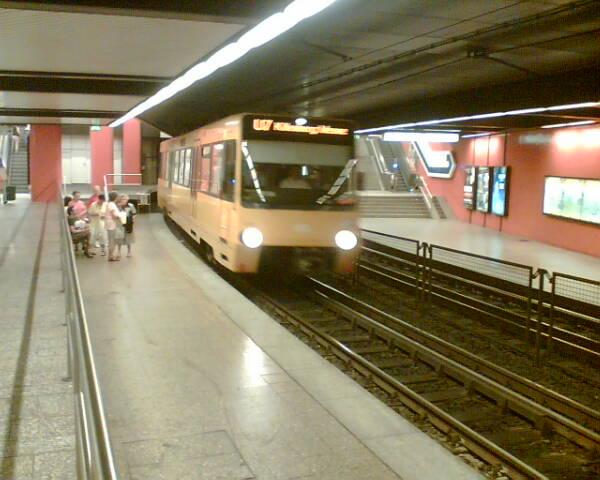 Einfahrende U7 in Hbf Stuttgart