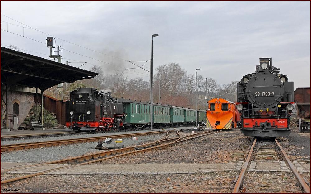 Einfahrt Bahnhof Freital-Hainsberg ...