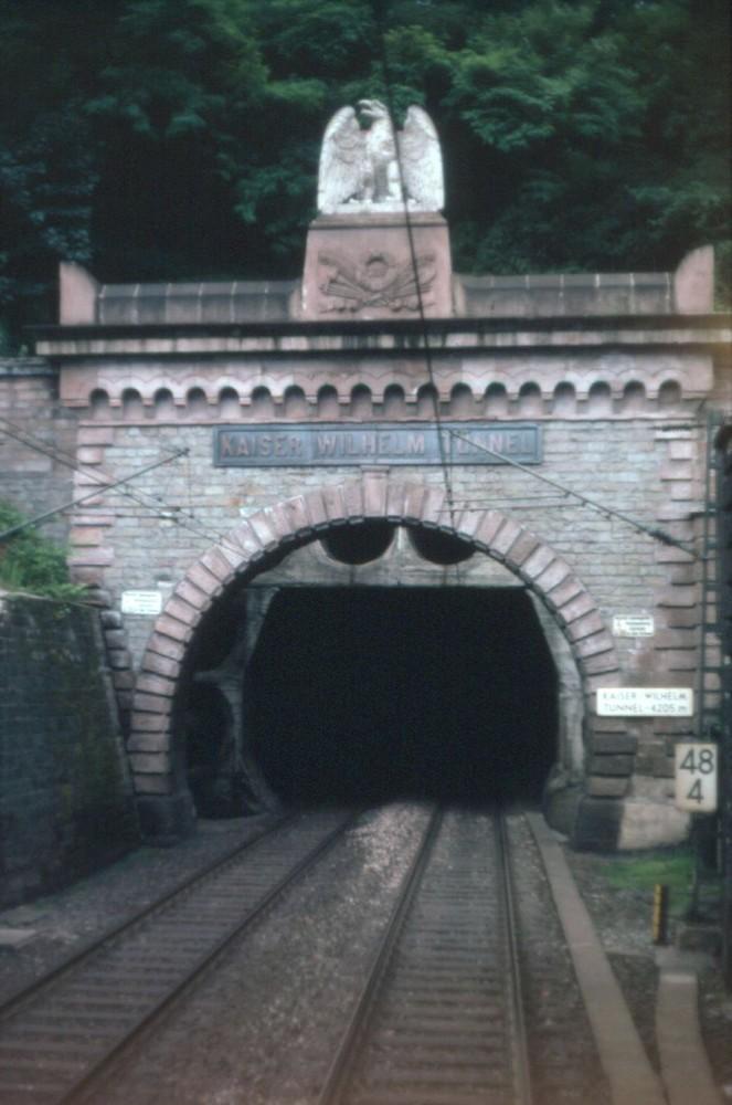 Einfahrt in den Kaiser Wilhelm Tunnel (4205 m)