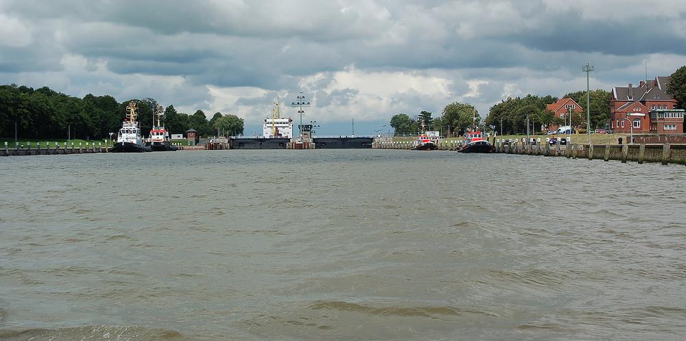Einfahrt in den Kiel-Kanal