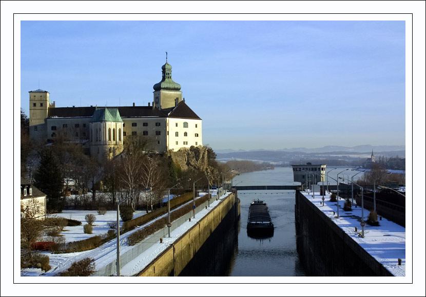 Einfahrt in die Schleuse bei Ybbs/Donau