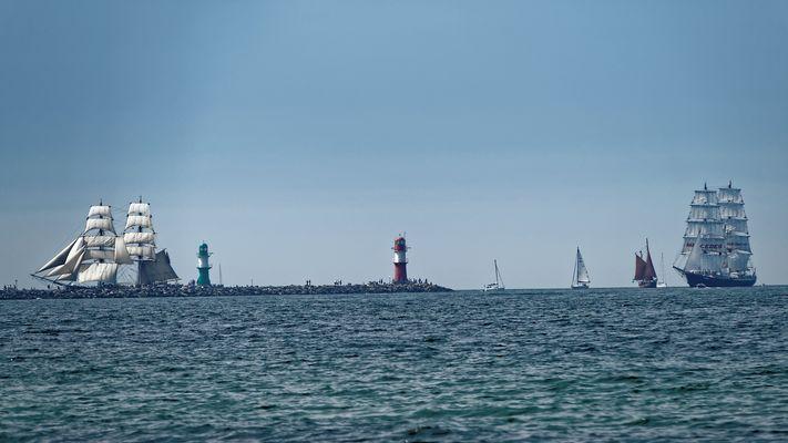 Einfahrt Warnemünde von 2 Großseglern zur HanseSail 2015