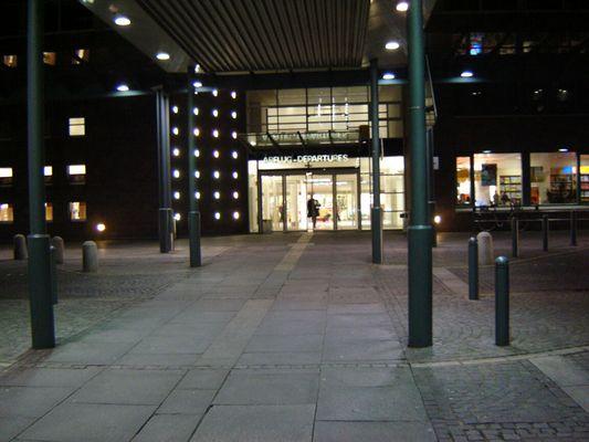 Eingang Abflugshalle Flughafen Bremen