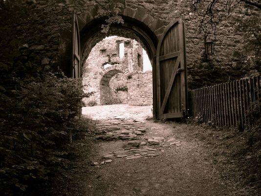 Eingang Burg Olbrück