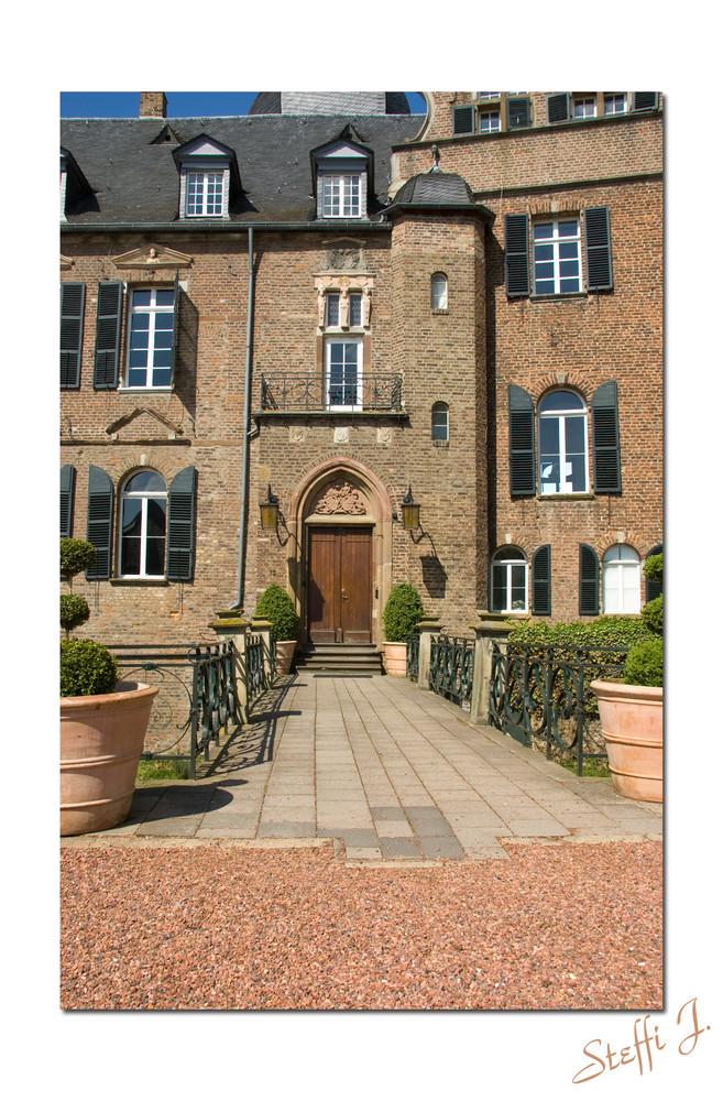 Eingang der Wasserburg in Bergerhausen