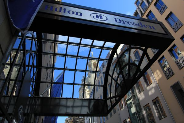 Eingang Hilton ohne Paris