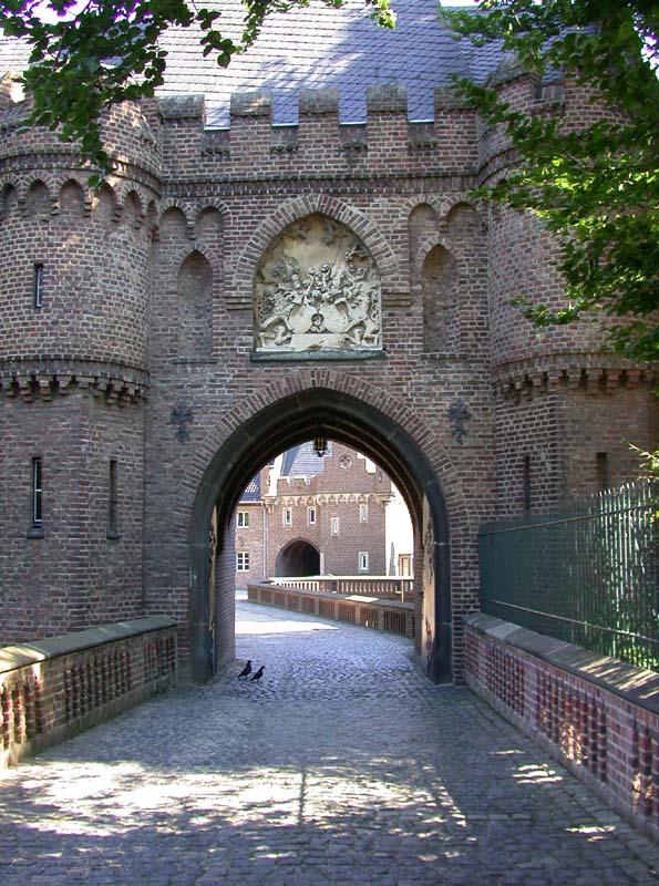 Eingang zum Innenhof Schloß Paffendorf