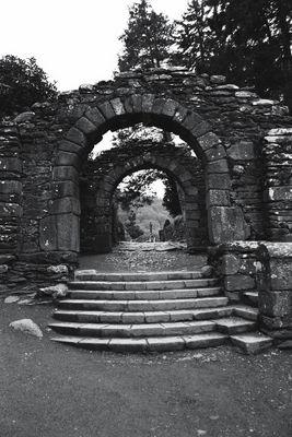 Eingang zum Klosterbezirk in Glendalough