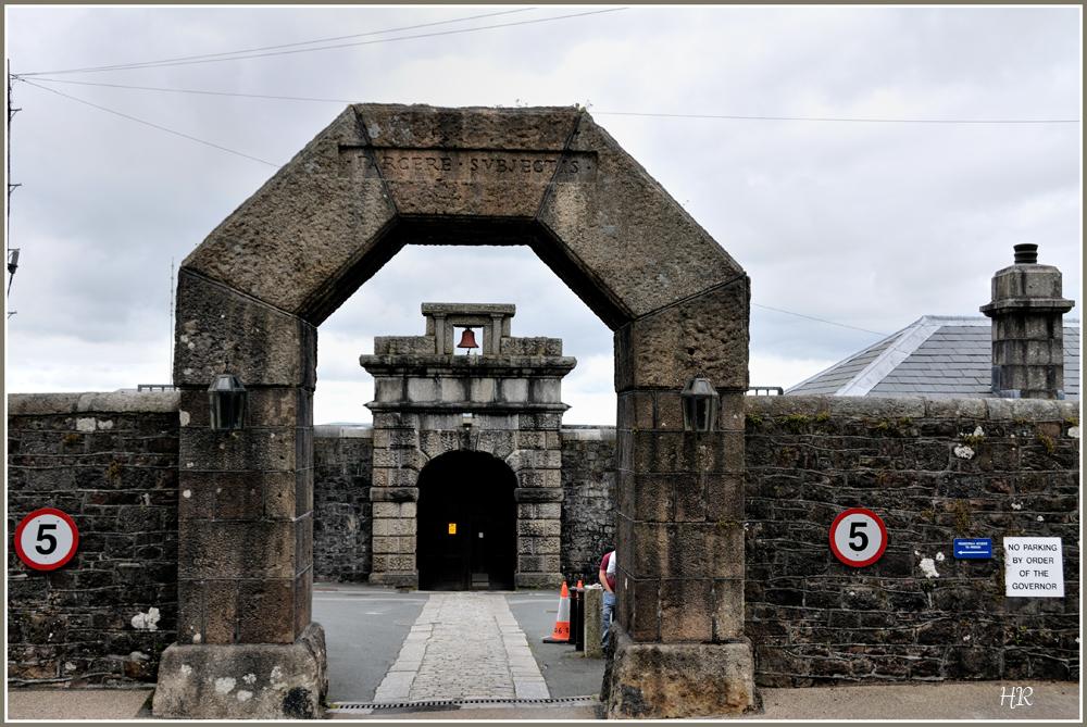 Eingangstor von dem berüchtigten Dartmoor-Gefängnis in Südengland.