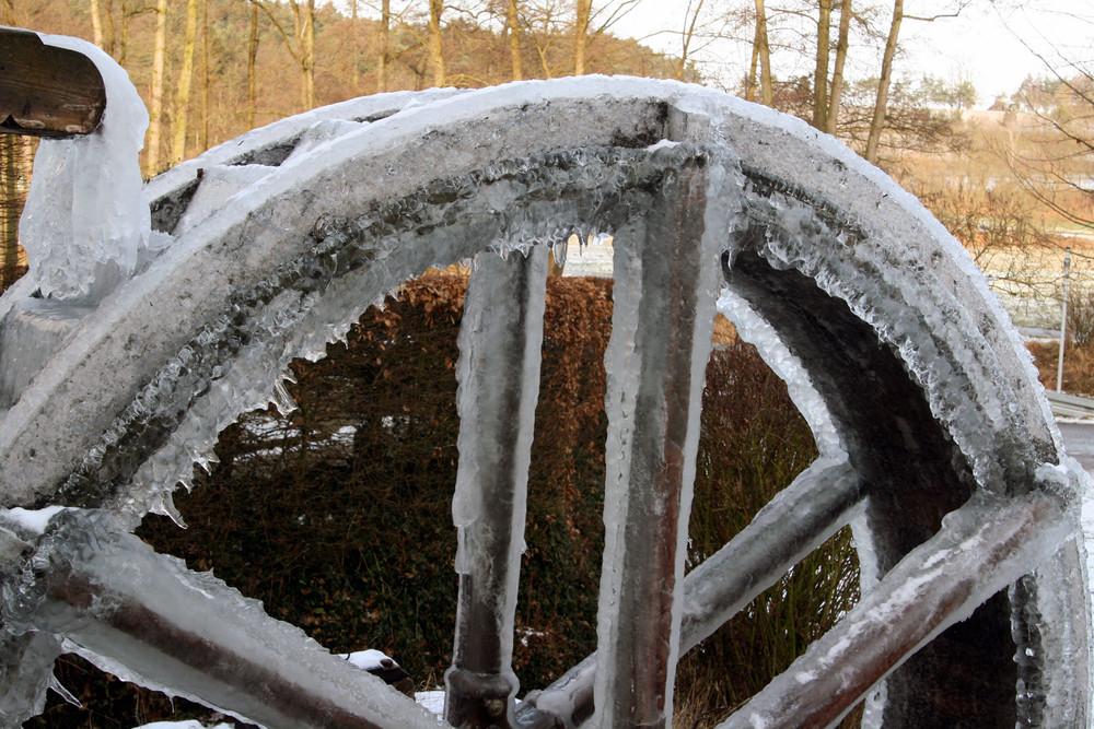 Eingfrorenes Wasserrad