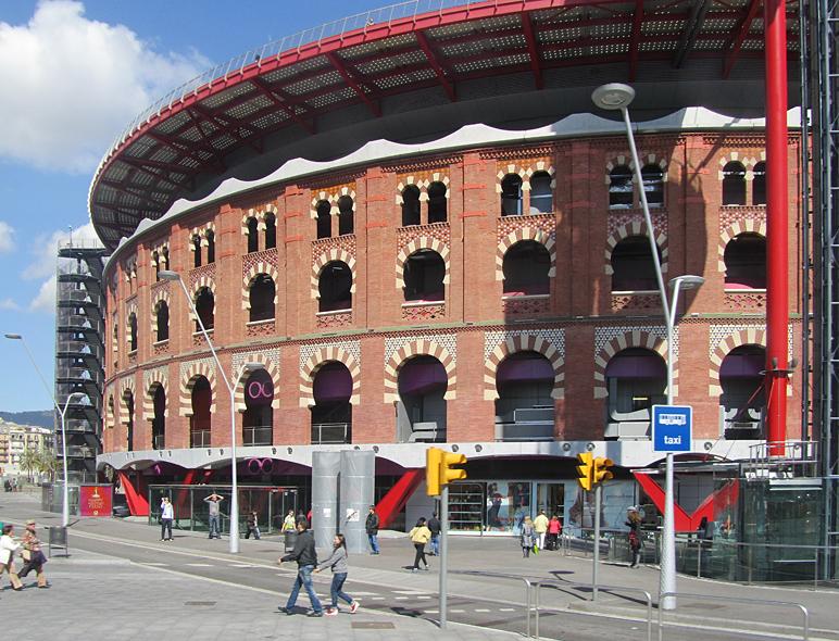 Einkaufszentrum in einer ehemaligen Stierkampfarena (Barcelona) II