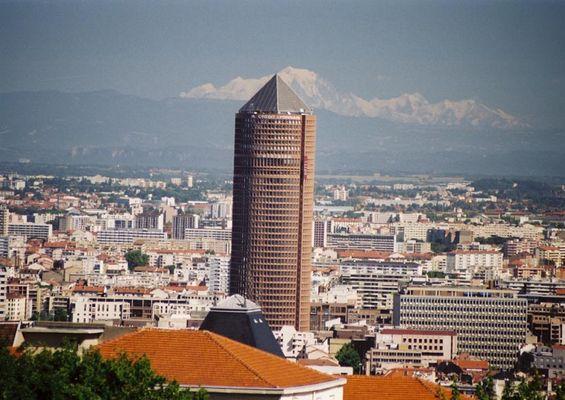 Einkaufzentrum Part Dieu im Hintergrund der Mont Blanc/ Lyon