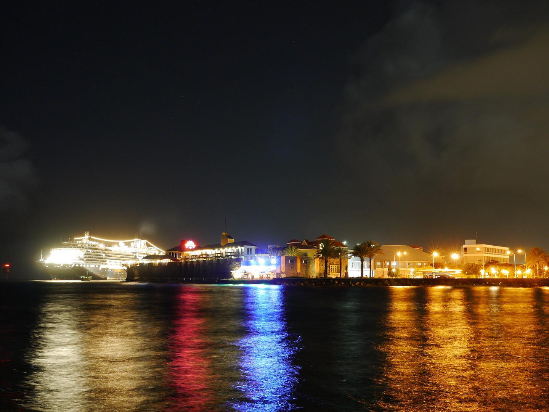 Einlauf bei Nacht