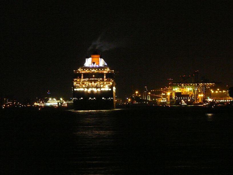 Einlauf im Hamburger Hafen