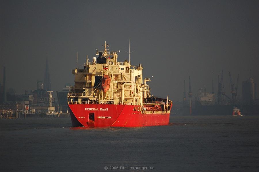 Einlaufender Frachter