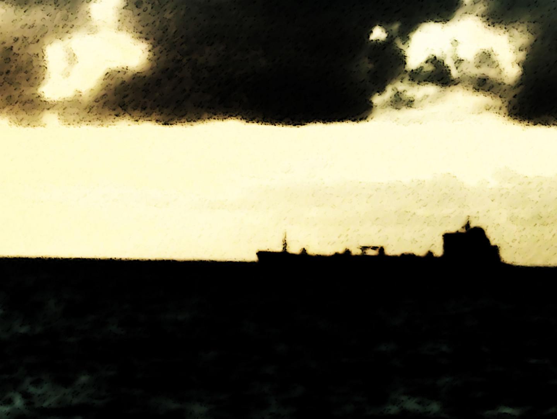 einsam fährt das Schiff seinen Weg