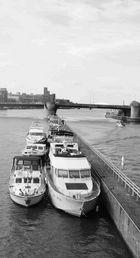 ... einsame Boote ...