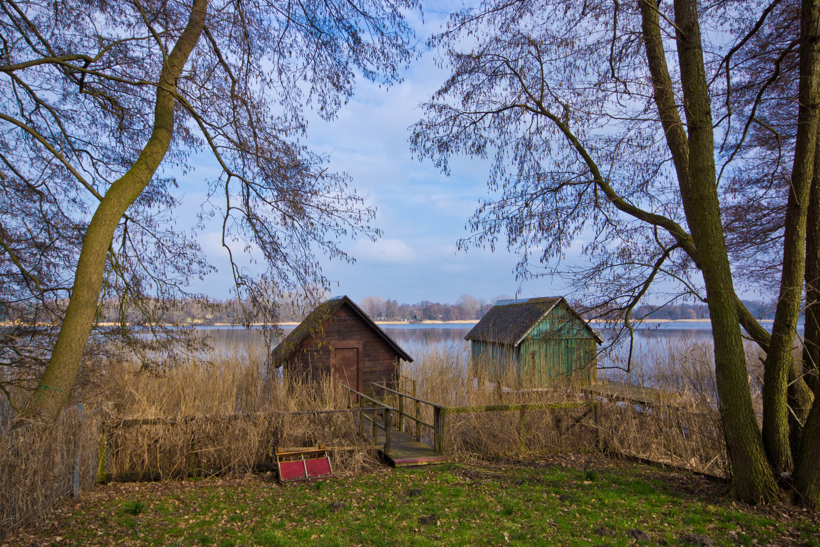 Einsame Bootshäuser (color)