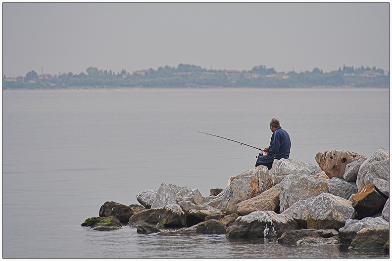 Einsamer Angler...