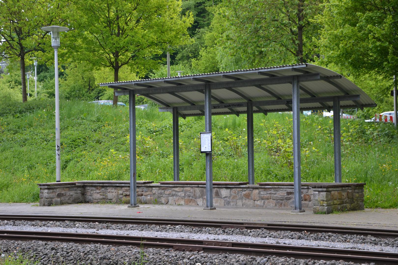Einsamer Bahnhof