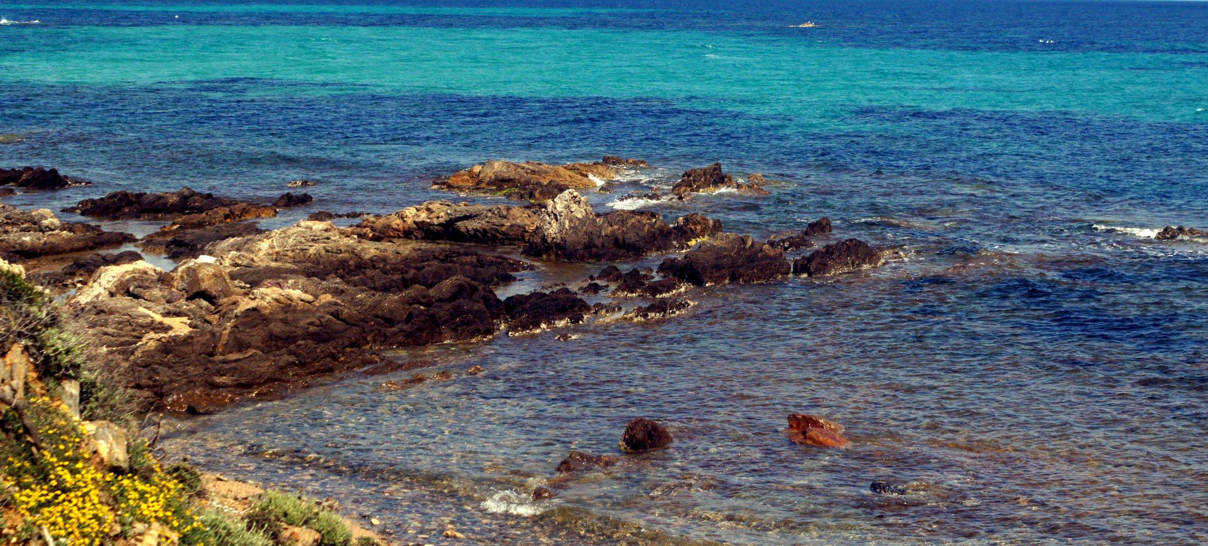 einsamer Meeresstrand