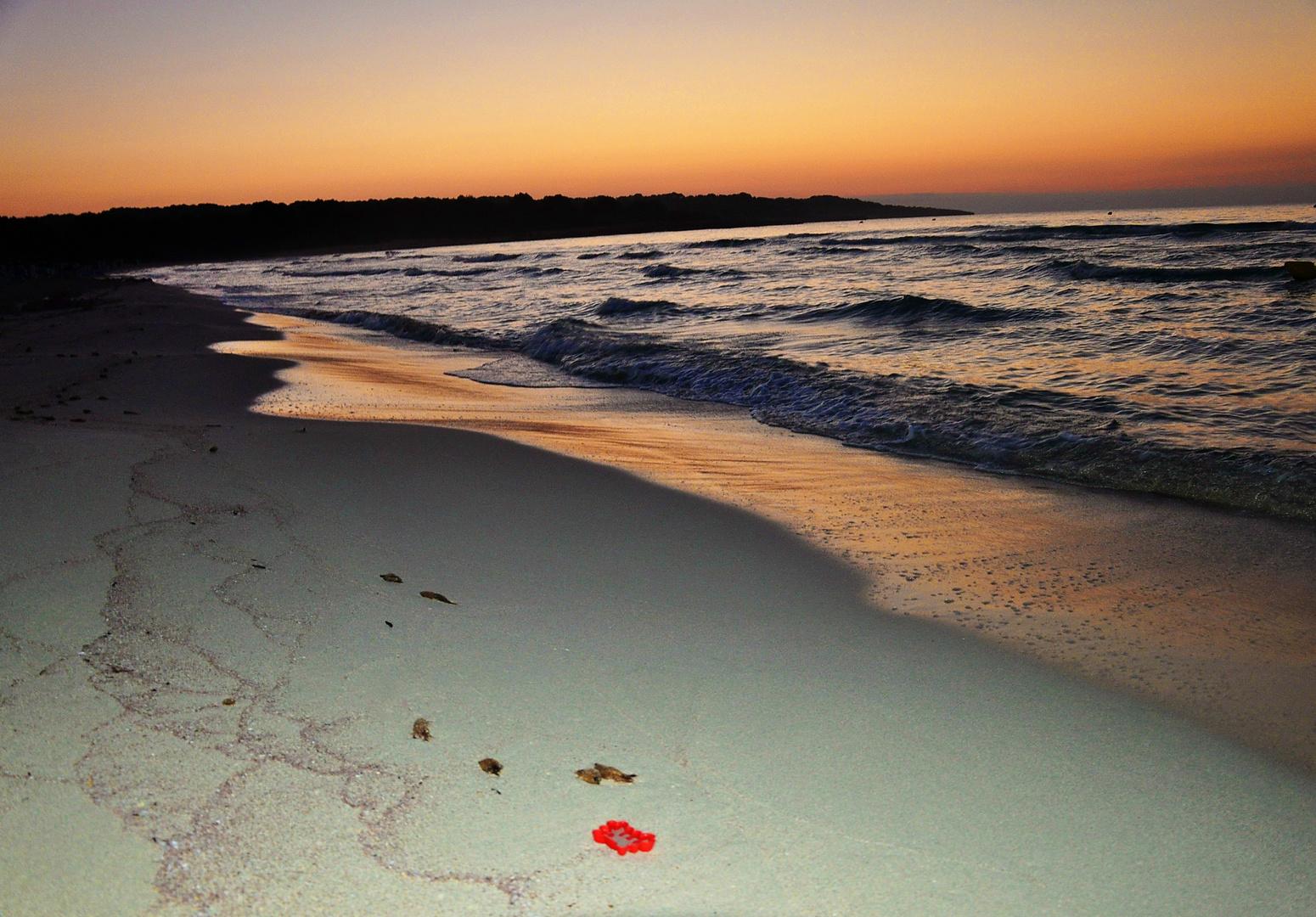 einsamer Strand am Morgen