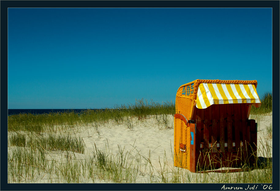 einsamer Strandkorb