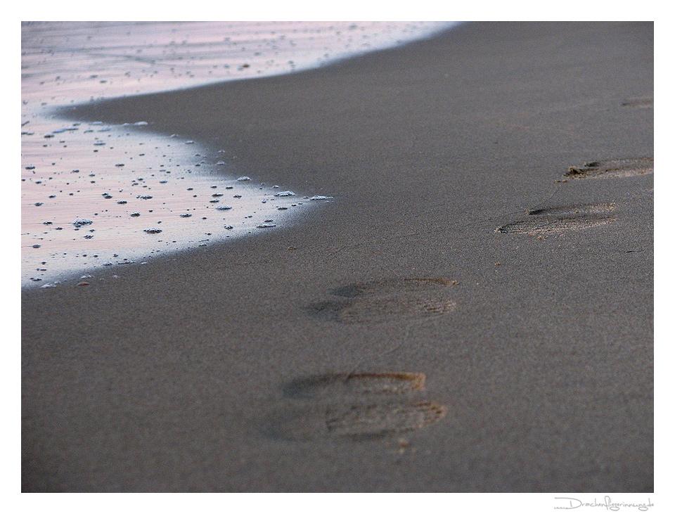 Einsamer Strandspaziergang