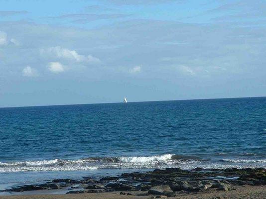 einsames Segelboot